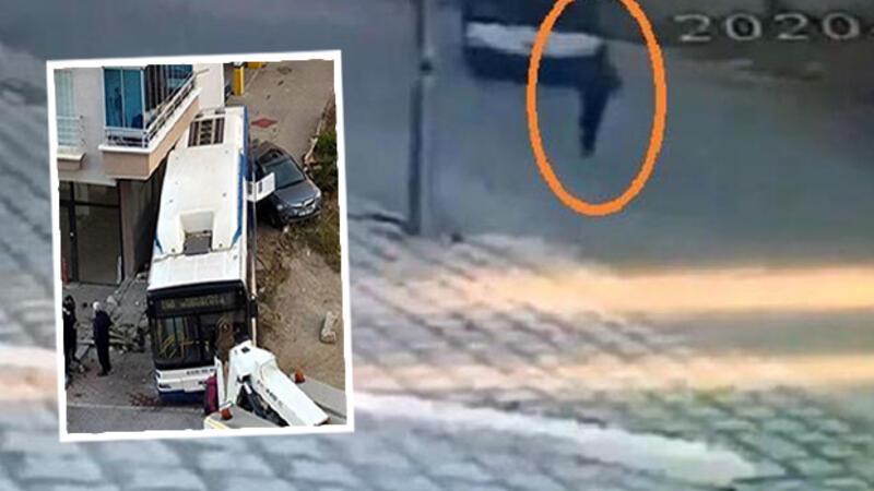 Freni boşalan belediye otobüsünün apartmana çarpma anı kamerada