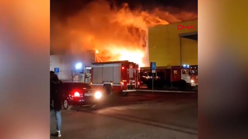 Rusya'da AVM'de büyük yangın