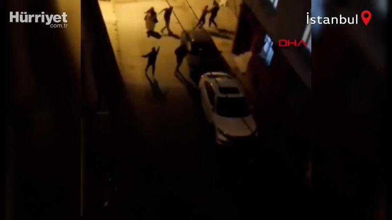 Bağcılar'da sokakta silahlı kavga! Dehşet dolu anlar kamerada
