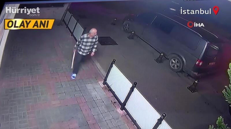 Dükkanına giren hırsızları sopayla kovaladı! O anlar kamerada