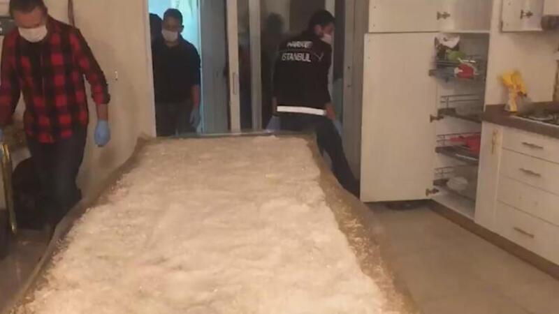 İstanbul'da 40 kilogram uyuşturucunun ele geçirildiği operasyon kamerada
