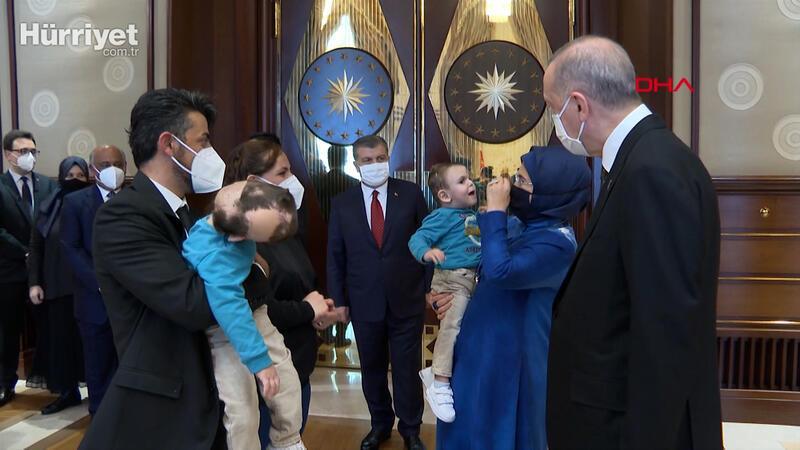 Cumhurbaşkanı Erdoğan, operasyonla  ayrılan siyam ikizlerini konuk etti