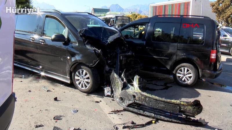Ehliyetine el konulan sürücünün neden olduğu zincirleme kazada 6 yaralı