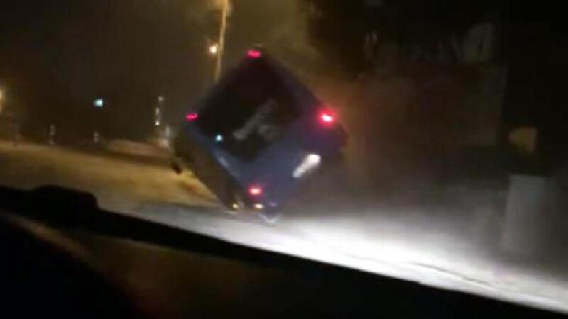 4 çocuk çaldıkları midibüsle kaza yaptı