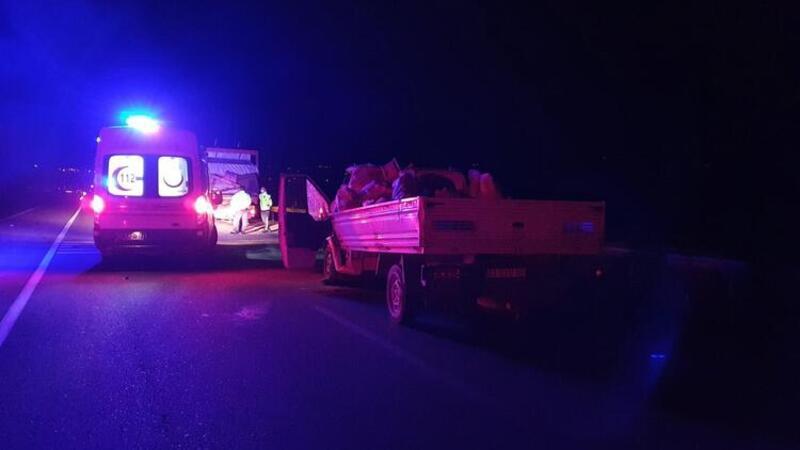 Kamyonet, kamyona arkadan çarptı: Ölü ve yaralılar var