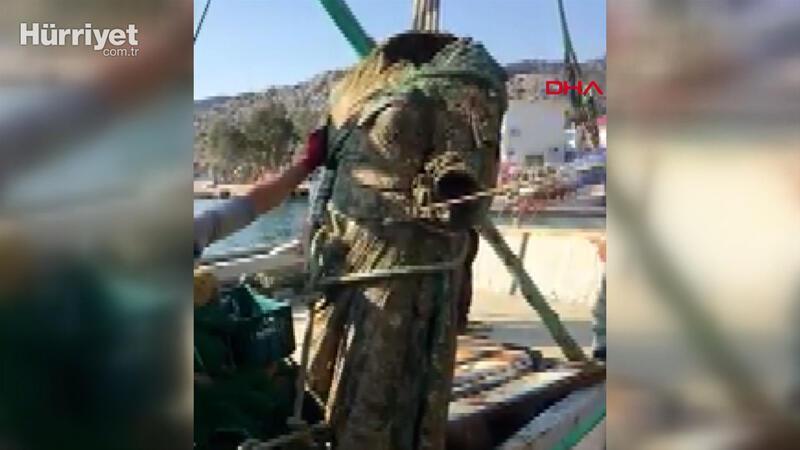 Ağlarına 300 kiloluk bronz kadın heykeli takıldı