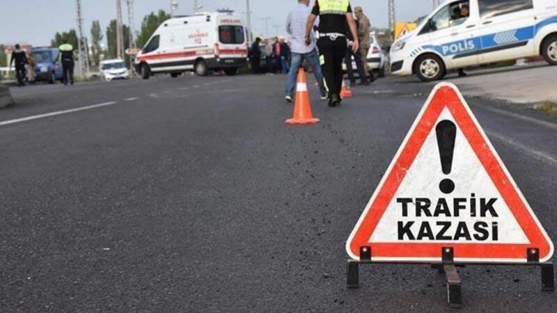 Otomobille, kamyonet çarpıştı: Ölü ve yaralılar var