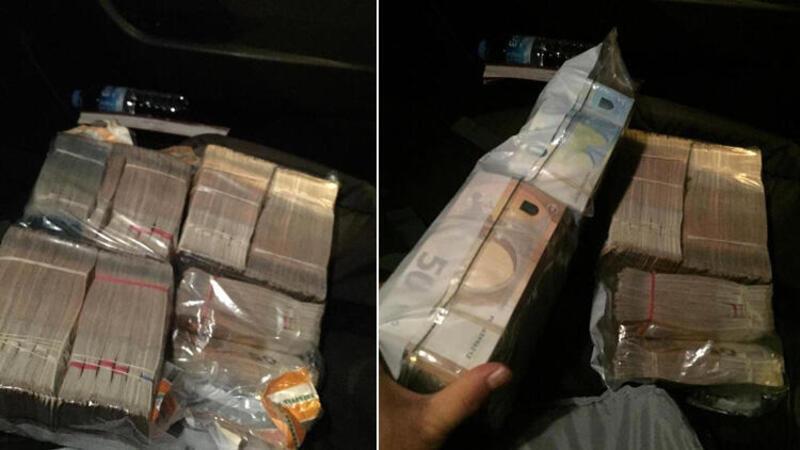 Taksicisi aracında unutulan 300 bin Euro'yu sahibine teslim etti