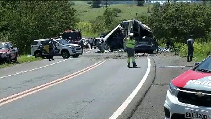 Brezilya'da yolcu otobüsü ile TIR çarpıştı: Çok sayıda ölü var