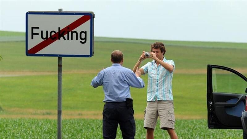 Avusturya'da ismi İngilizce küfür içeren köy adını Fugging olarak değiştirdi