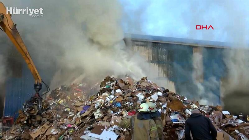 Zeytinburnu'nda geri dönüşüm tesisinde yangın