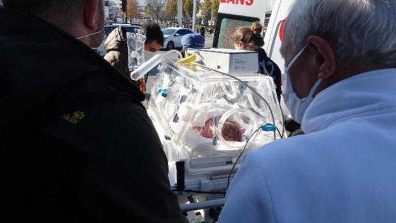 Yeni doğan bebeği taşıyan ambulans otomobille çarpıştı! Kaza anı kamerada
