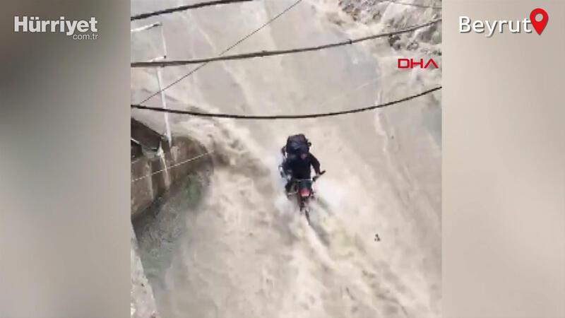 Beyrut'ta sel sularından kurtuluş anı kamerada
