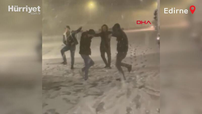Locals in Edirne welcome season's first snow with joyous folk dance