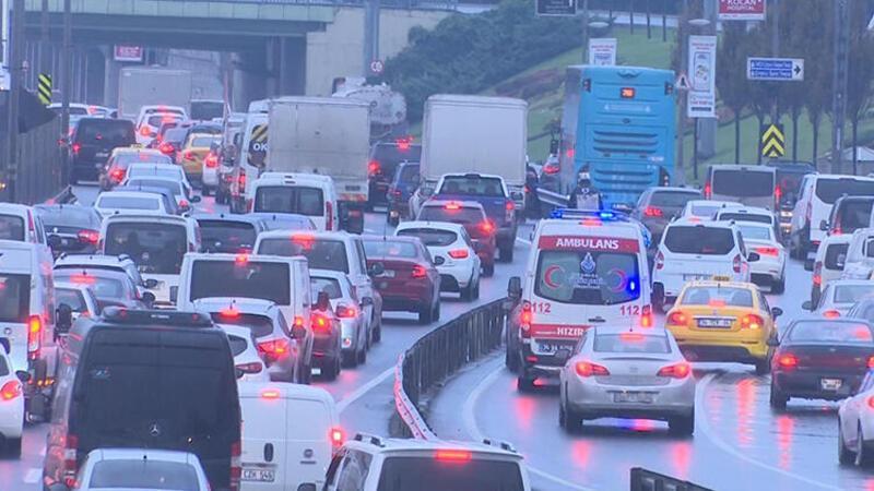 Sokağa çıkma kısıtlaması öncesi İstanbul'da trafik yoğunluğu