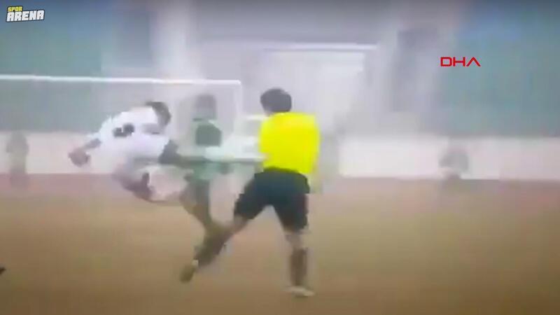 Özbekistan'da futbolcudan hakeme linç girişimi!