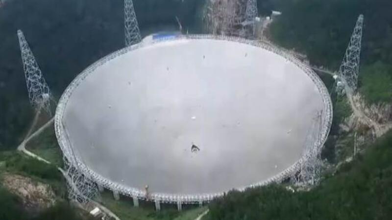 Porto Riko'da ünlü Arecibo teleskobu çöktü