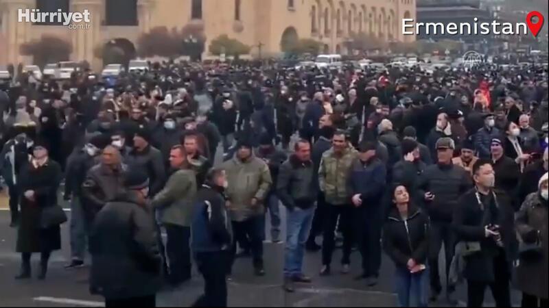Ermenistan'da muhalefet, Başbakan Paşinyan'ın istifası için süresiz protestoya başladı