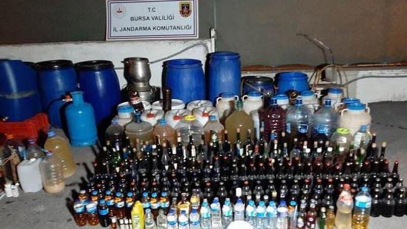 Bursa'da, yılbaşı öncesi 1395 litre sahte içki ele geçirildi