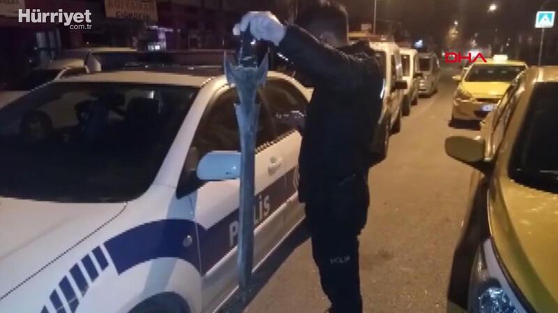 Alkollü müşteri taksi durağında kılıçla dehşet saçtı