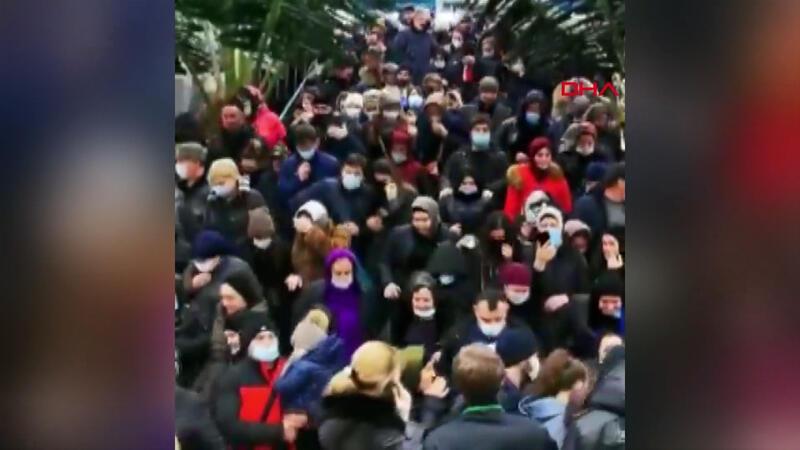 Rusya'da Noel alışverişi kalabalığı tepki çekti