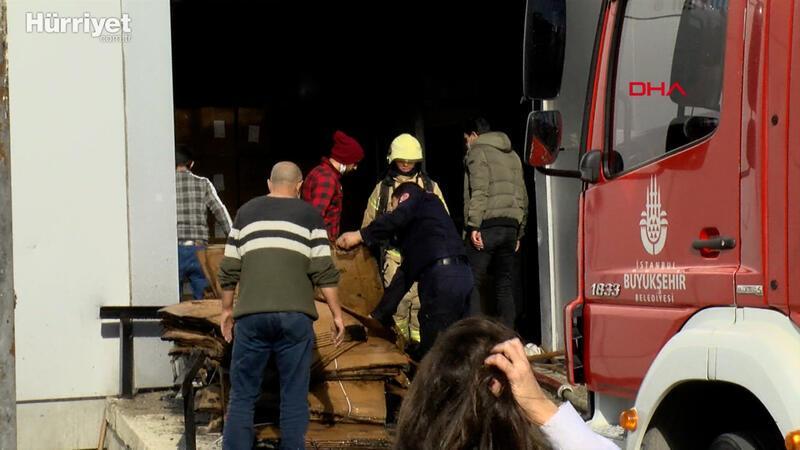 Büyükçekmece'de 8 katlı iş yerindeki yangın korkuttu