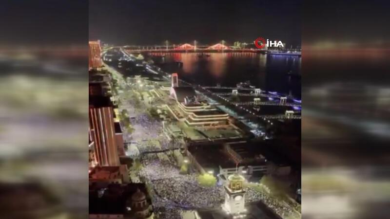 Binlerce kişi bir araya geldi! Wuhan'da yılbaşı kutlaması tüm dünyayı tedirgin etti