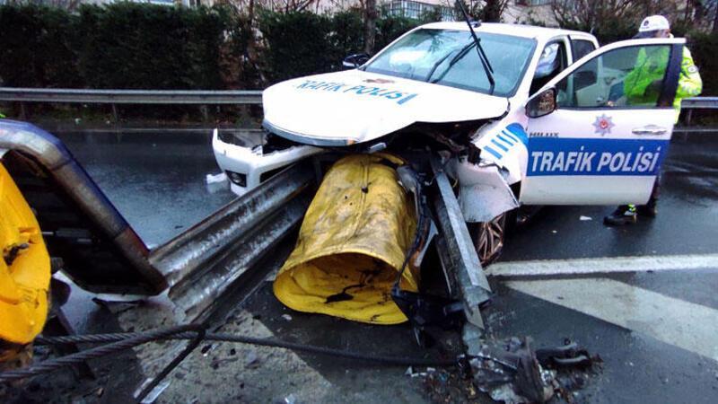 Mecidiyeköy'de feci kaza! Polis aracı bariyerlere çarptı