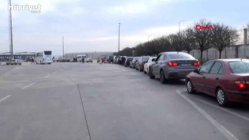 Kapıkule'de Bulgar turistler uzun araç kuyruğu oluşturdu