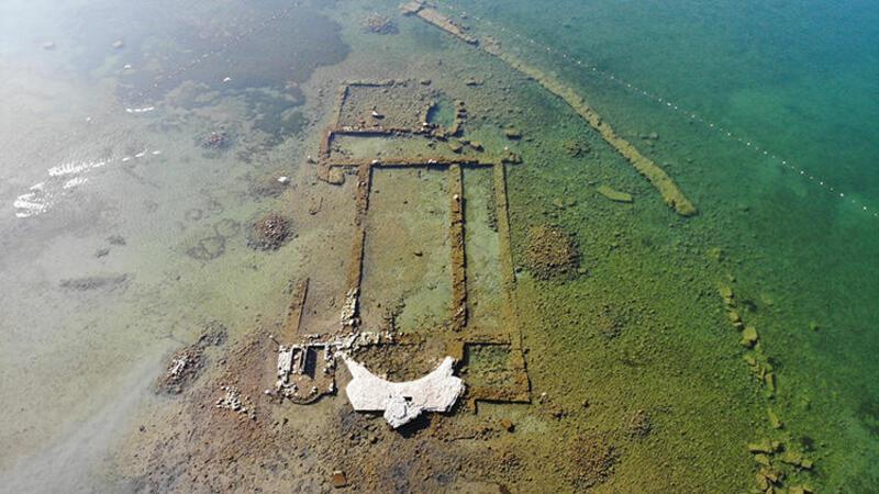 Tarihi bazilika sular çekilince ortaya çıktı