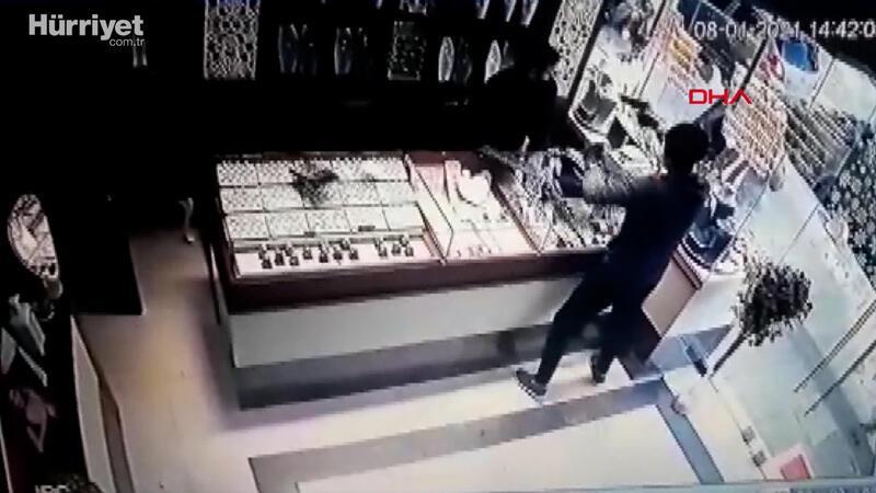 Çekmeköy'deki kuyumcu soygunu güvenlik kamerasında