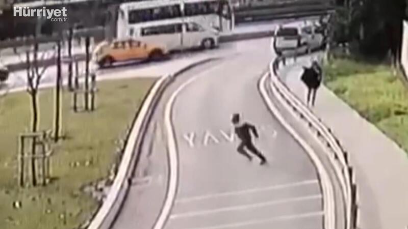 Yolda yürüyen Özbek kadına kapkaç şoku