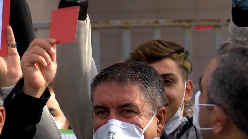 Roman vatandaşlar, Erman Toroğlu'nun söylemlerini mahkemeye taşıdı
