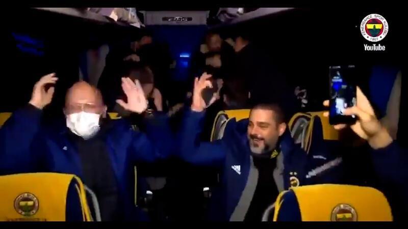 Fenerbahçe takım otobüsünde eğlence bitmiyor!
