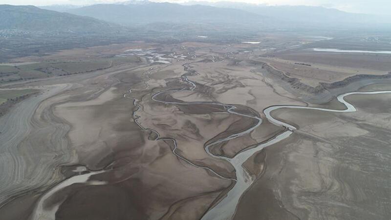Suşehri ilçesinde bulunan Kılıçkaya Barajı yaşanan kuraklığı gözler önüne serdi