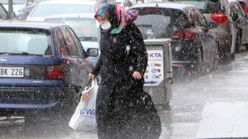 Erzurum'da yağmur; kar bekleyenleri şaşırttı