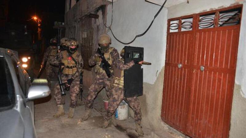 Adana'da silahlı suç örgütüne şafak operasyonu düzenlendi