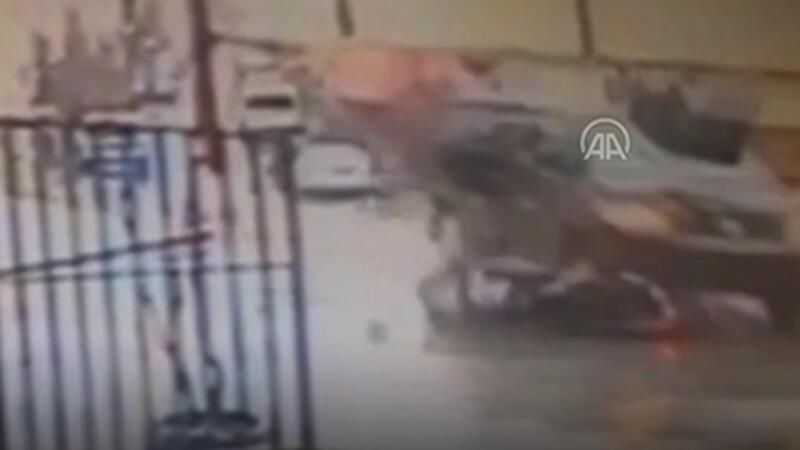 Arnavutköy'de minibüsle çarpışan motosiklet sürücüsü yaralandı