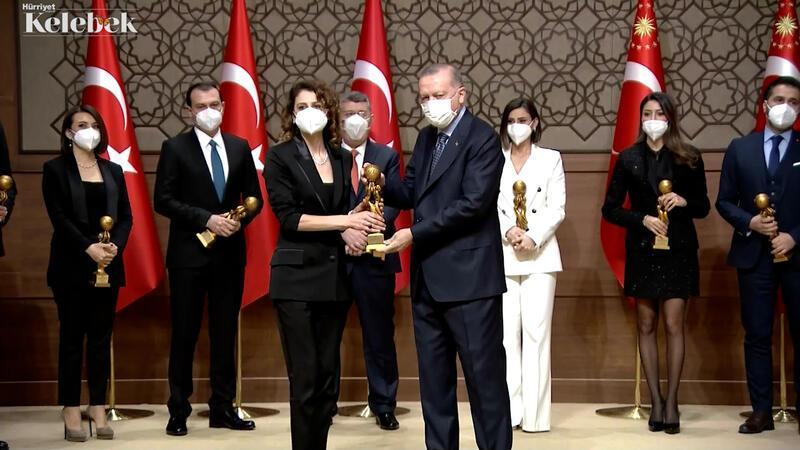 Yılın Kadın Oyuncusu ödülü Ebru Özkan'a