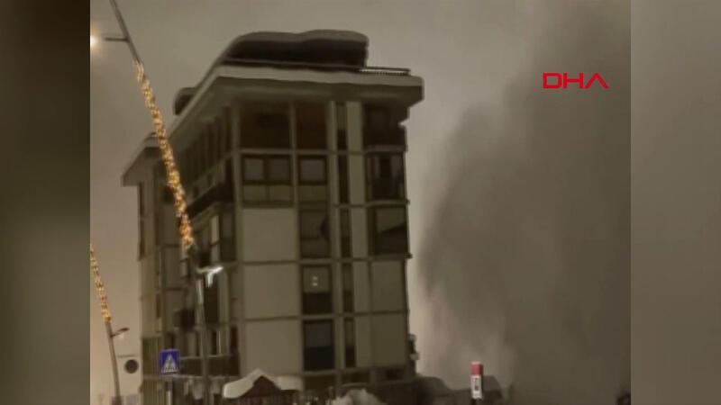 İtalya'da kayak merkezine çığ düştü! O anlar kamerada
