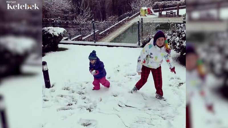 Ceyda Düvenci ve ailesinin kar sevinci