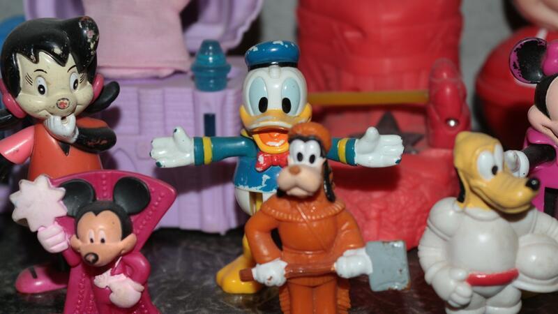Çocuk menüsü oyuncaklarından 3500 parçalık koleksiyon yaptı