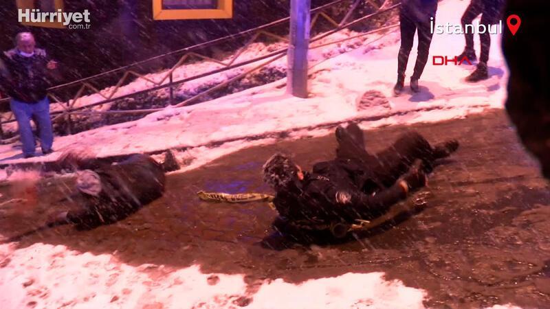 İstanbul'da etkili olan kar, vatandaşlara zor anlar yaşattı