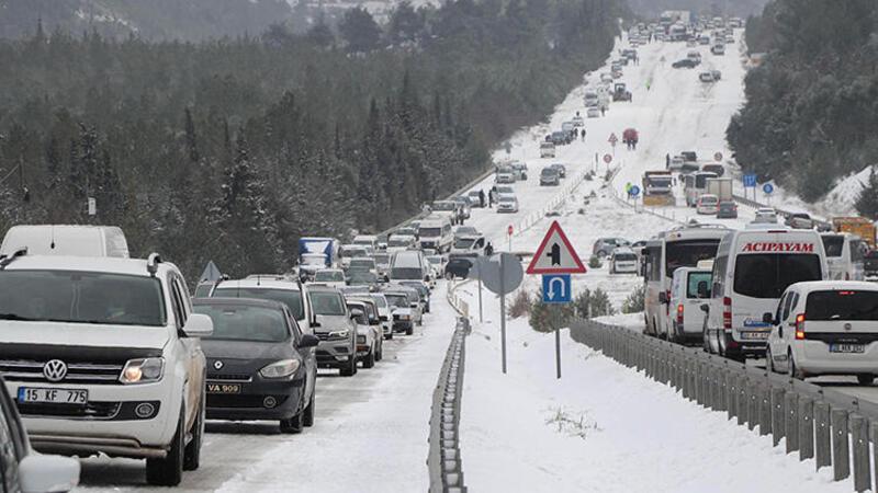 Denizli - Antalya karayolu, yoğun kar yağışı nedeniyle ulaşıma kapandı