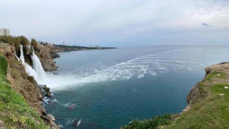 Düden Çayı'nda yaşanan zehirli su kaynaklı köpüklenme 2 kilometreyi aşkın mesafeye yayıldı