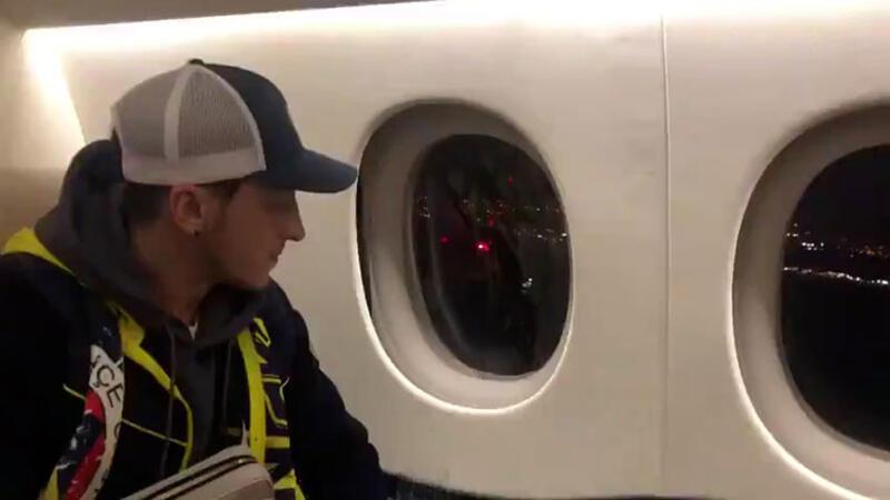 Mesut Özil, İstanbul'a iniş anını paylaştı