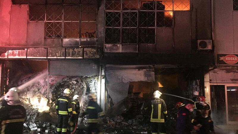 Toptancılar Sitesi'nde gıda toptancısına ait bir depoda yangın çıktı