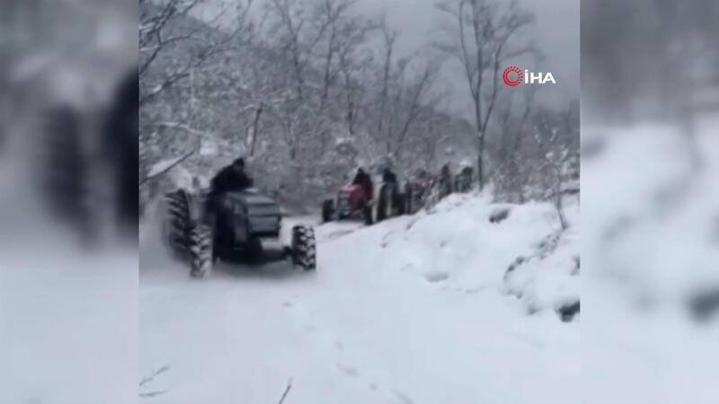 Karda traktörlerle drift yaptılar