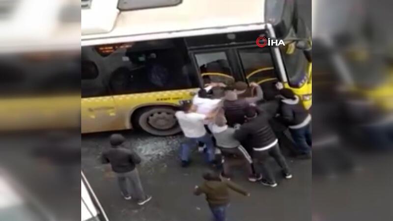 Kağıthane'de otobüsün camını kırıp şoförü ve oğlunu böyle darbedildi