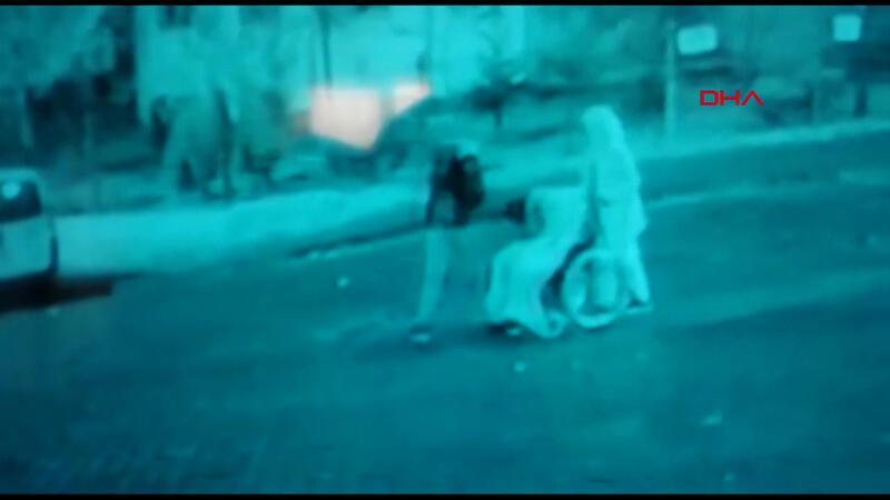 Öldürdükleri kişiyi tekerlekli sandalye ile taşımışlar! O anlar kamerada